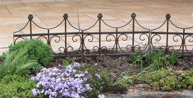 Beetbegrenzung beeteinfassung beetzaun metall rasenkante for Gartengestaltung metall rost